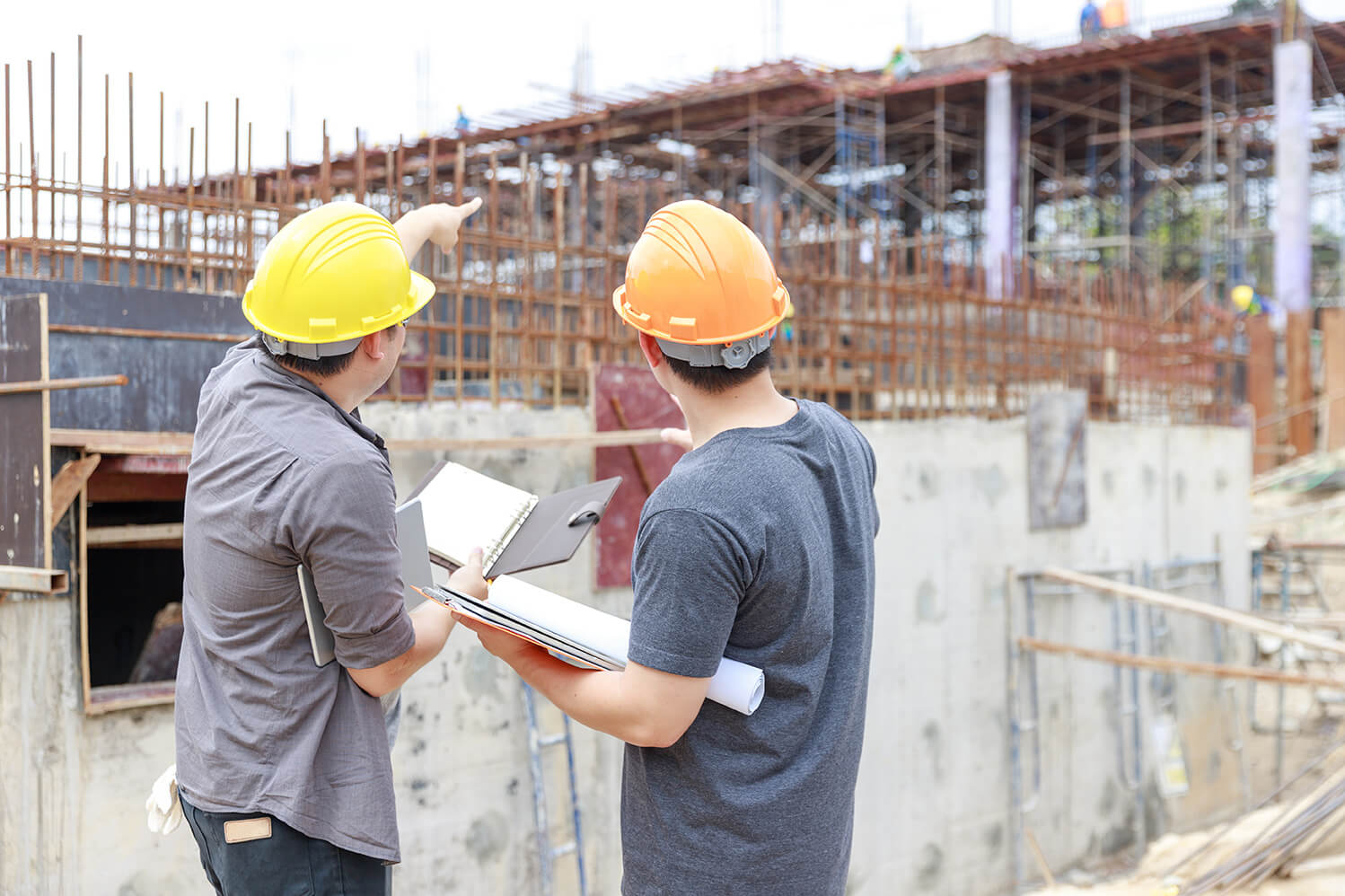 Building a specialized database of construction projects